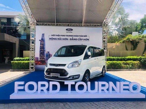 Ford Tourneo Titanium 2.0L AT ( Ecoboost ) MPV 7 chỗ
