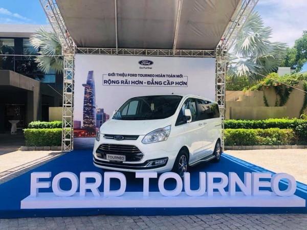 Ford Tourneo 2.0L AT ( Ecoboost ) MPV 7 chỗ