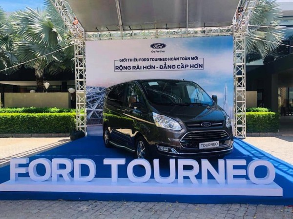 Ford Tourneo Trend 2.0L AT ( Ecoboost ) MPV 7 chỗ